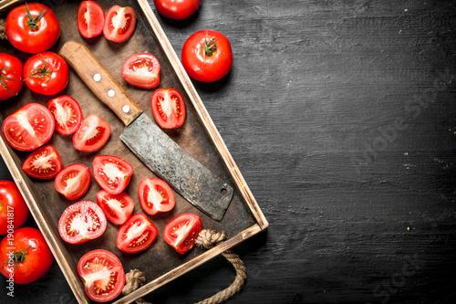 pomidory-ze-stara-siekiera-na-tacy