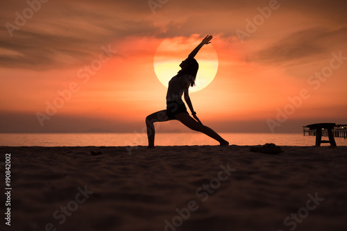 Fotobehang School de yoga Yoga in the sunset beach