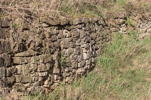 Foto op Plexiglas Baksteen muur Natursteinmauer