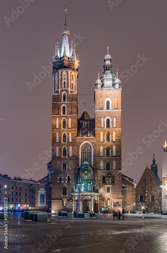 Foto op Plexiglas Krakau Krakow, Poland, St Mary's church on the Main Market Square