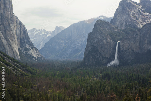 Tunnel View, Yosemite National Park. - 190989065