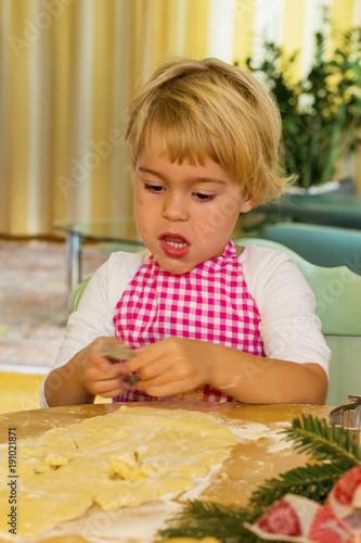 child bake cookies for christmas
