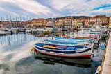 Bateaux de pêche dans le port de La Ciotat - 191050487