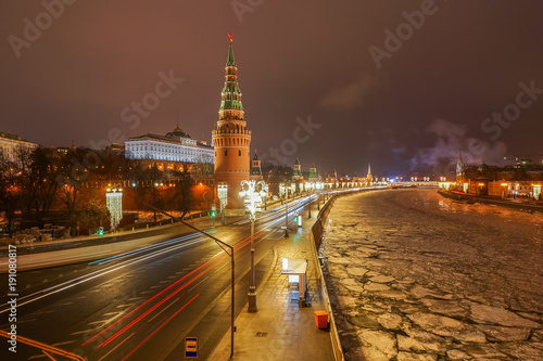 Poster Moskou View of night Moscow city, the Kremlin, Moscow river with festive decorations.