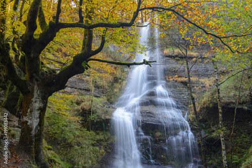uguna-wodospad-gorbea-natural-park-vizcaya-hiszpania