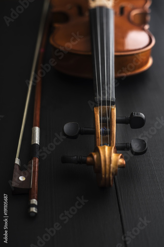 old Violin with bow on a wooden table - 191105687