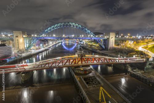 Foto op Plexiglas Sydney Newcastle and Gateshead Quayside from The high Level Bridge
