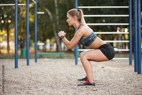 Plexiglas Fitness Outdoor deep squat