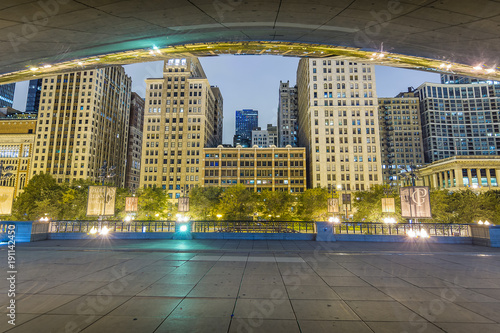 Papiers peints Chicago Under Cloud Gate