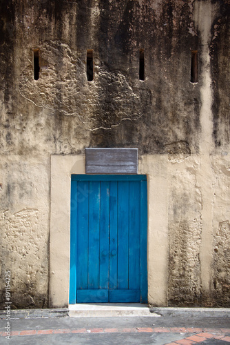 Staande foto Zanzibar Old blue window closed, Zanzibar