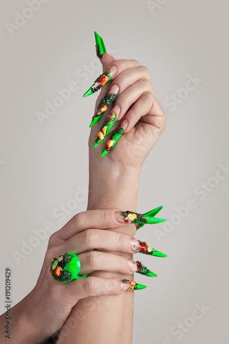 Fotobehang Manicure Longs ongles manucurés