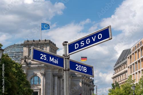 Leinwanddruck Bild Wegweiser DSGVO Datenschutz Grundverordnung - 25. Mai 2018