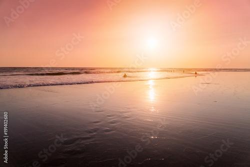 In de dag Bali Beach in sunset with people