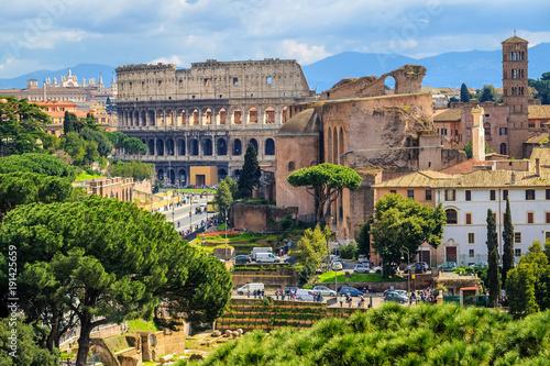 Forum Romanum i Colosseum w Starym miasteczku Rzym, Włochy
