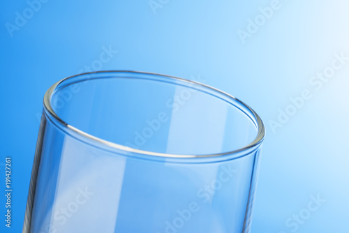 空のガラスコップ