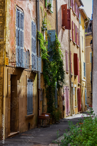 Foto op Aluminium Smal steegje Per le strade di Correns, Francia