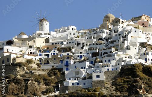 Foto op Canvas Santorini Grêce, Santorin vue générale du village, moulin au sommet