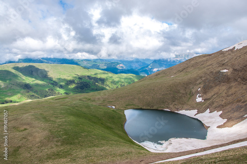 Foto op Canvas Blauwe hemel Lake in the mountains of the Caucasian nature reserve. Bambaki.