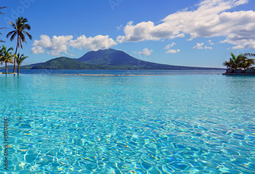 Aluminium Tropical strand View of the Nevis Peak volcano from a swimming pool in Christopher Harbour, St Kitts