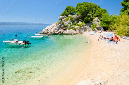 piękna plaża w Breli w Makarska Riwierze, Dalmacja, Chorwacja