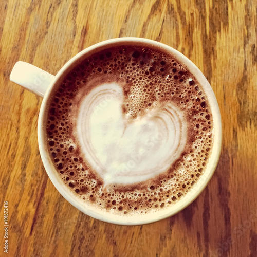Canvas Chocolade Heart drawing on hot chocolate cup