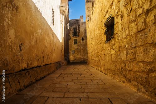 Fotobehang Smalle straatjes The Golden Road