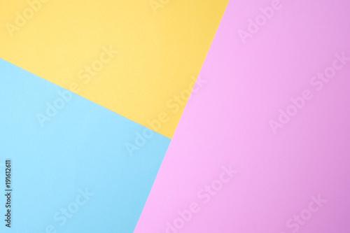 niebieski i żółty i fioletowy kolor papieru pastelowego na tle