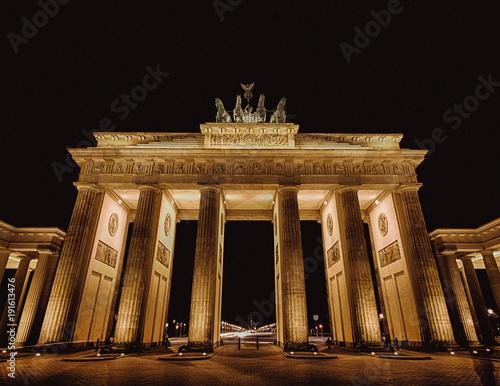Foto op Canvas Berlijn brandenburg gate in berlin, germany, at night