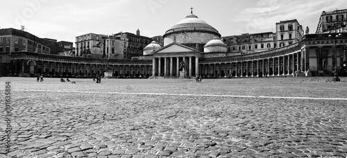 In de dag Napels Naples Piazza del Plebiscito in black and white