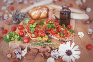 Rustikale Brotzeit - Tomaten auf Brot
