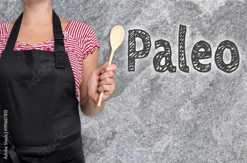 Paleo konzept wird von Köchin gezeigt