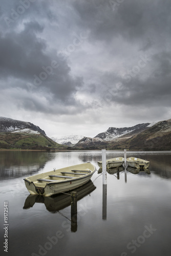 Keuken foto achterwand Grijze traf. Beautiful Winter landscape image of Llyn Nantlle in Snowdonia National Park with snow capped mountains in background