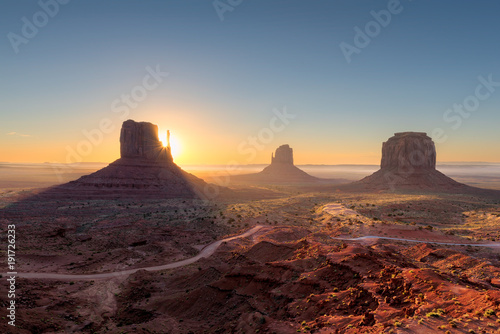 Fotobehang Arizona Beautiful Monument valley at sunrise in Arizona