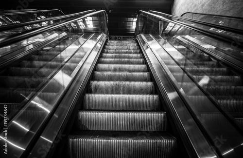 schody-czarno-biale