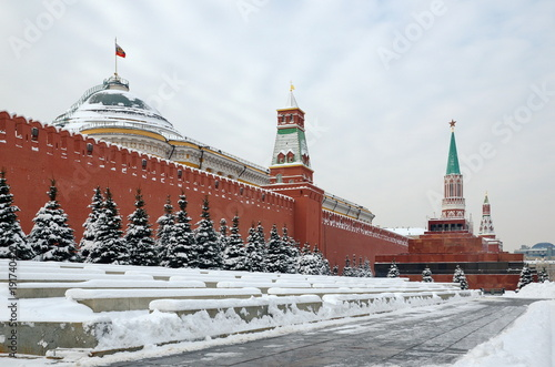Foto Murales Winter view of the Moscow Kremlin and the Lenin Mausoleum on Red square in  Moscow, Russia