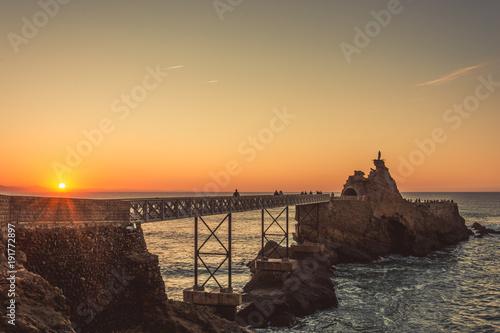 Foto op Canvas Zee zonsondergang Puesta del sol en Biarritz, Francia