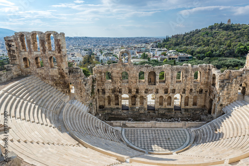 In de dag Athene Herodes Atticus ancient theater in Acropolis of Athens, Greece
