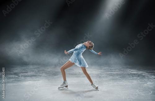 jazda-na-lyzwach,-lyzwiarstwo-figurowe,-sportowiec