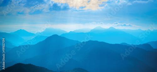 Foto op Aluminium Blauwe jeans Sunlit cloud above blue mountains