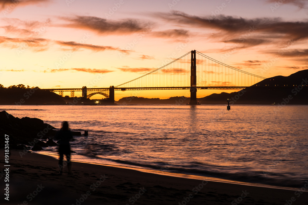 fotobehang golden gate bridge in san francisco bei sonnenuntergang foto4art. Black Bedroom Furniture Sets. Home Design Ideas