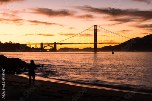 Fotobehang San Francisco Golden Gate Bridge in San Francisco bei Sonnenuntergang