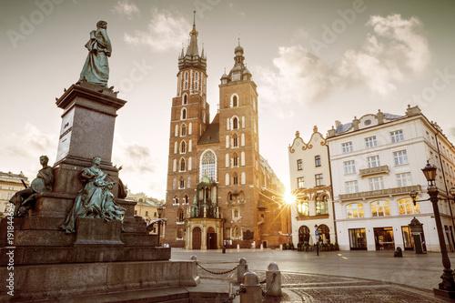 Zdjęcia na płótnie, fototapety na wymiar, obrazy na ścianę : Main market square in old town of Krakow, Poland