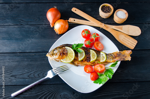 fried-fish-served-on-the-plate