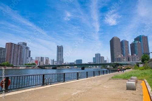 Foto op Plexiglas Tokio 東京 隅田川沿いの遊歩道