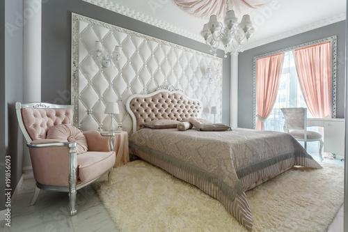 Wnętrze klasyczna stylowa sypialnia w luksusu domu
