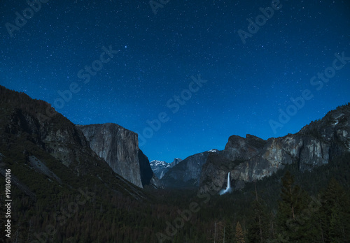 Fotobehang Zwart yosemite at night with star night sky background.