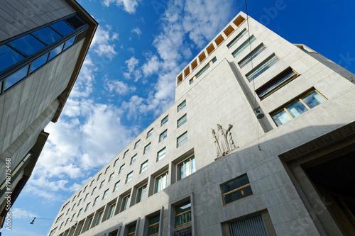 Fotobehang Milan palazzo moderno a Milano