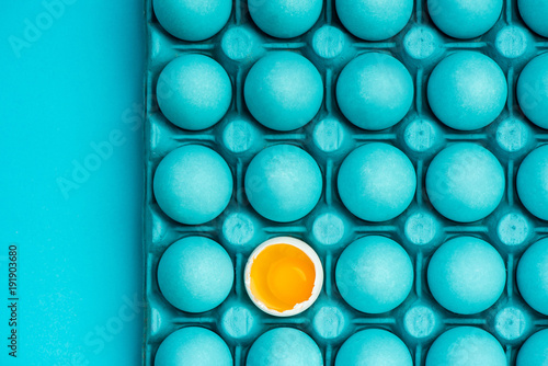 Minimalistyczny projekt graficzny z jajami