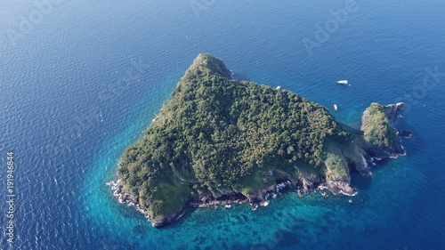 Aluminium Tropical strand Tropical Island and yachts aerial photo