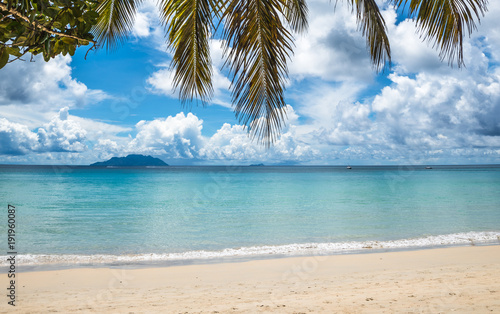 Aluminium Tropical strand Tropical island beach. Perfect vacation background.